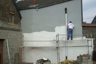 bepleisteren van een muur / geven